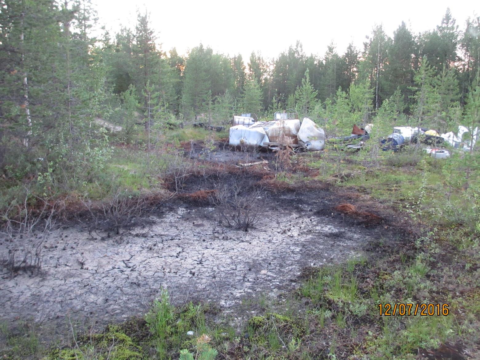 Специалисты Минприроды Коми обнаружили на второй несанкционированной свалке возле села Колва изливы химреагентов и нефтепродуктов
