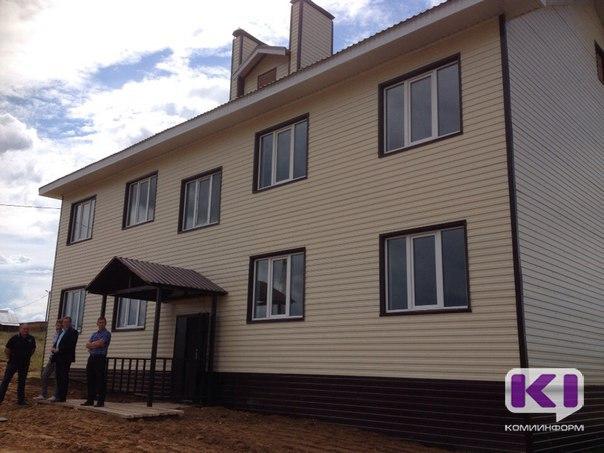 Сергей Гапликов осмотрел дом, построенный в Усть-Куломе для детей- сирот