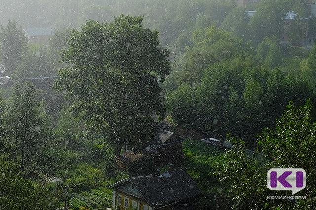 В восьми районах Коми до 22 часов объявлено штормовое предупреждение