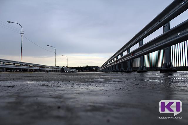 На эжвинской трассе завершаются работы по строительству первого этапа моста через реку Човью