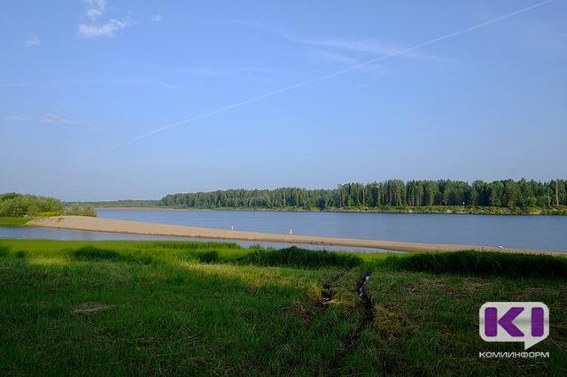 Пожилой прилузец провалился в яму на реке Лузе и утонул