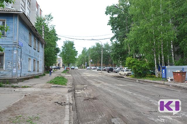 Дорожное хозяйство Сыктывкара ежедневно очищает улицы и тротуары от пыли