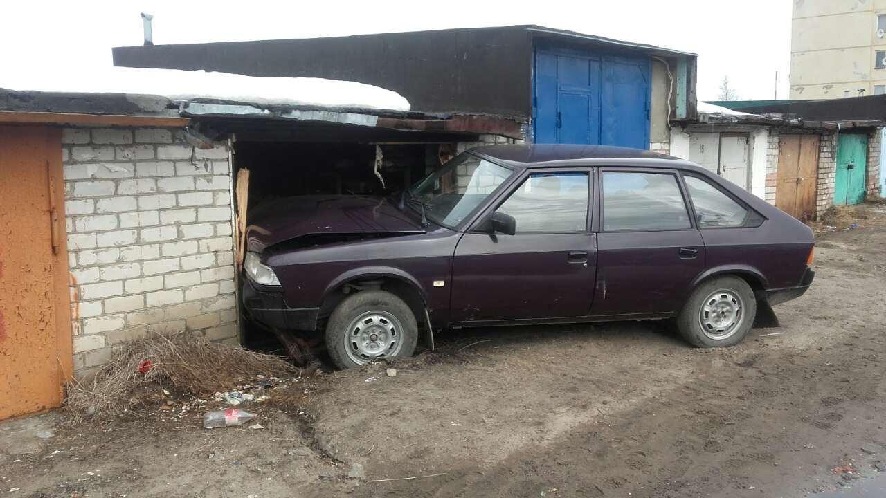 В Печоре в отношении восьмиклассника, угнавшего машину, возбуждено уголовное дело