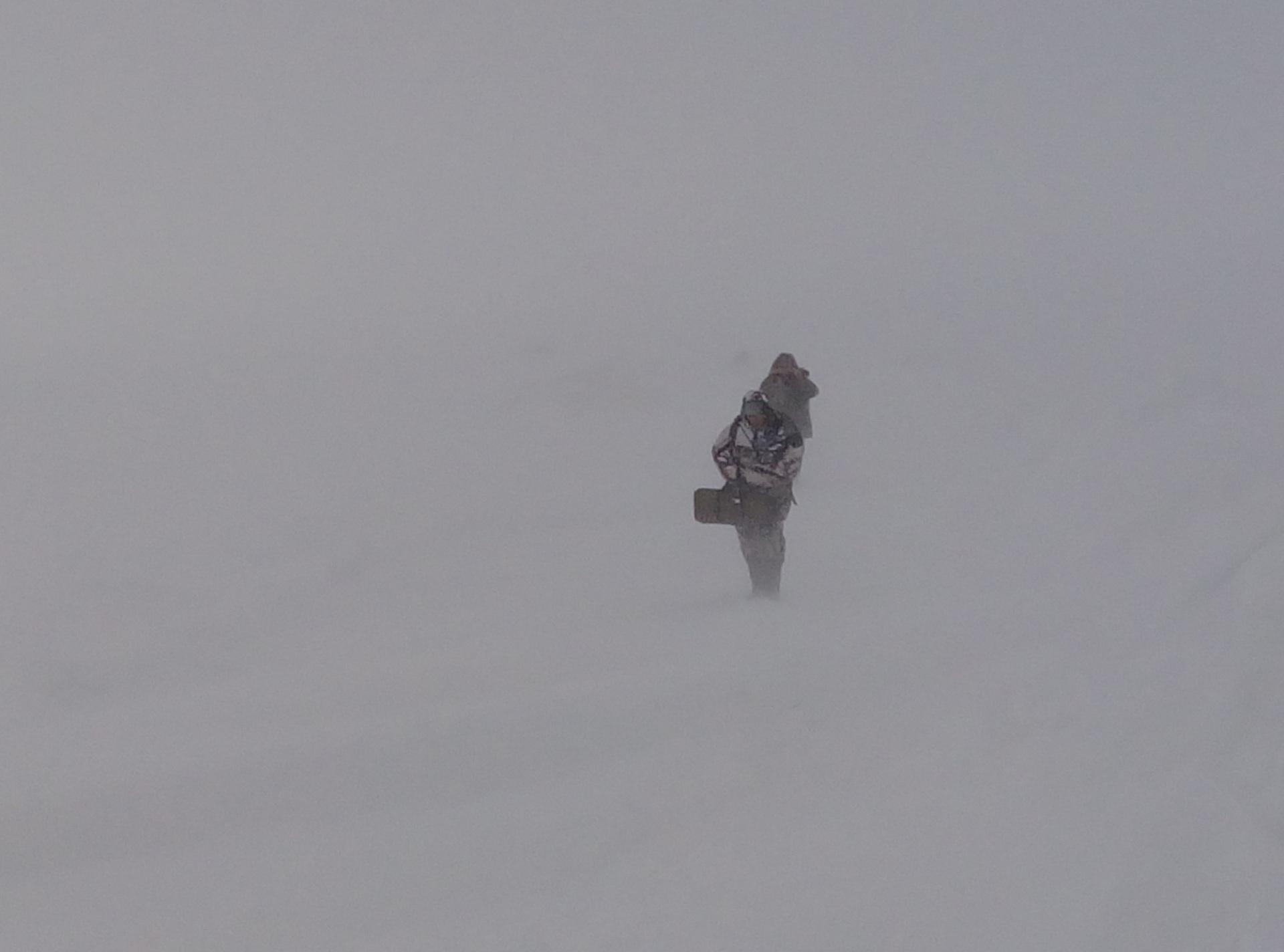 Спасатели МЧС в Воркуте вызволяли из снежных заносов людей и автомобили