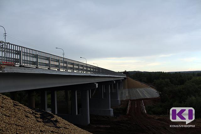 На мосту через Сысолу в Сыктывкаре спасли женщину