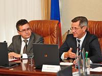 Замглавы Коми Владимир Тукмаков и вице-спикер Евгений Шумейко узнают, как спасать осетровых