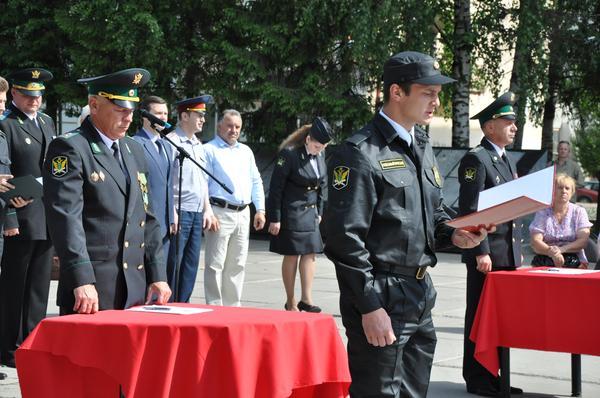 Судебные приставы Коми торжественно приняли присягу (фото)
