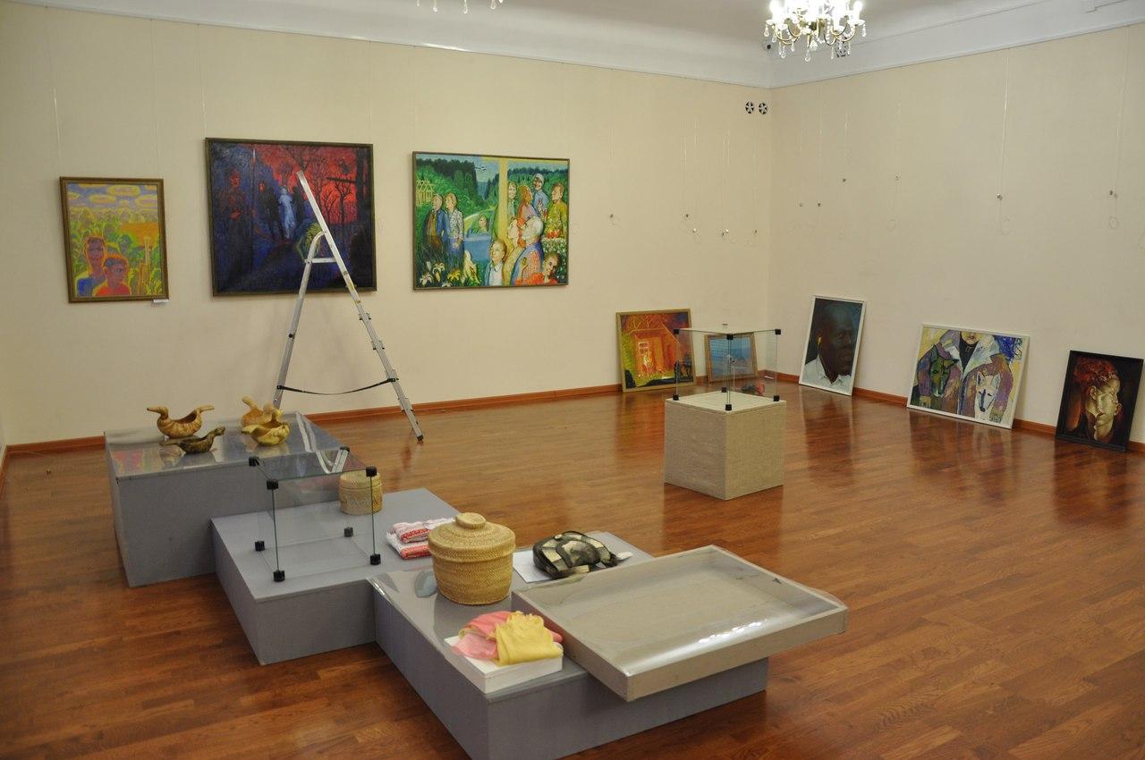 Отчетная выставка в Национальной галерее объединит профессиональных и свободных художников