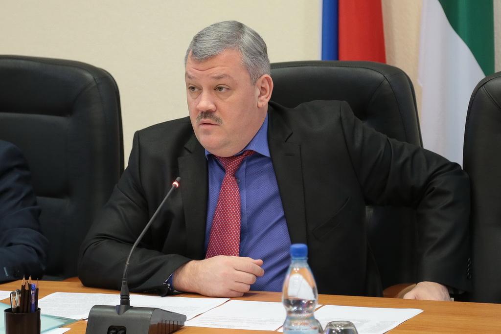 Сергей Гапликов поручил проработать варианты возобновления работы автомобильной заправки в Войвоже