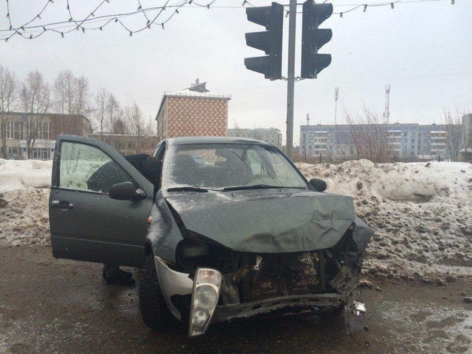 В Сыктывкаре нетрезвый угонщик устроил массовое ДТП и сбежал