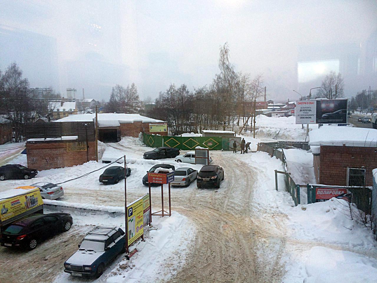 В Сыктывкаре собственники гаражных боксов выступают против строительства магазина