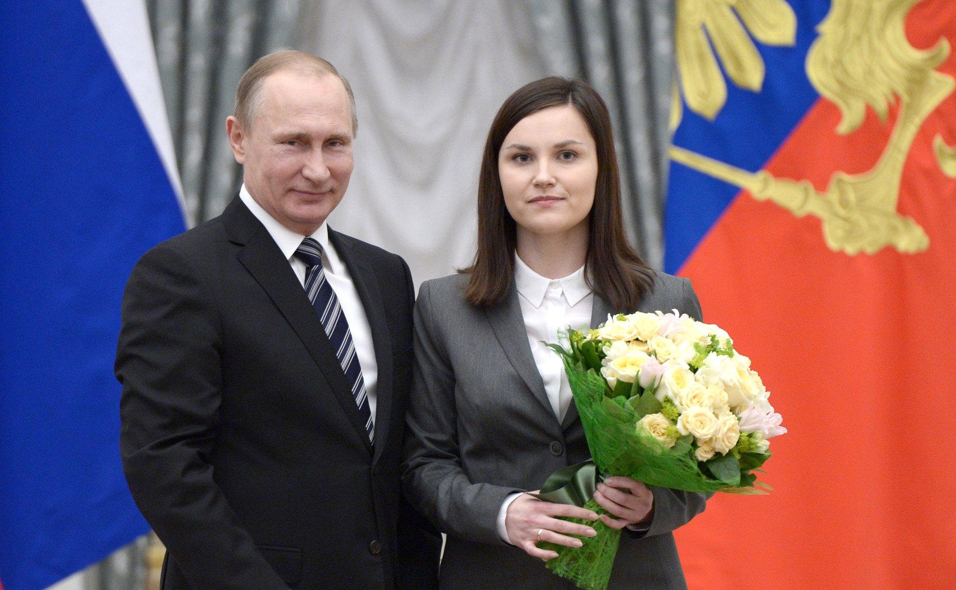 Владимир Путин вручил премию президента генетику из Коми Екатерине Прошкиной