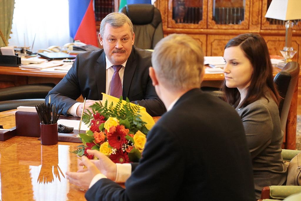 Сергей Гапликов поблагодарил Екатерину Прошкину за стремление и упорство