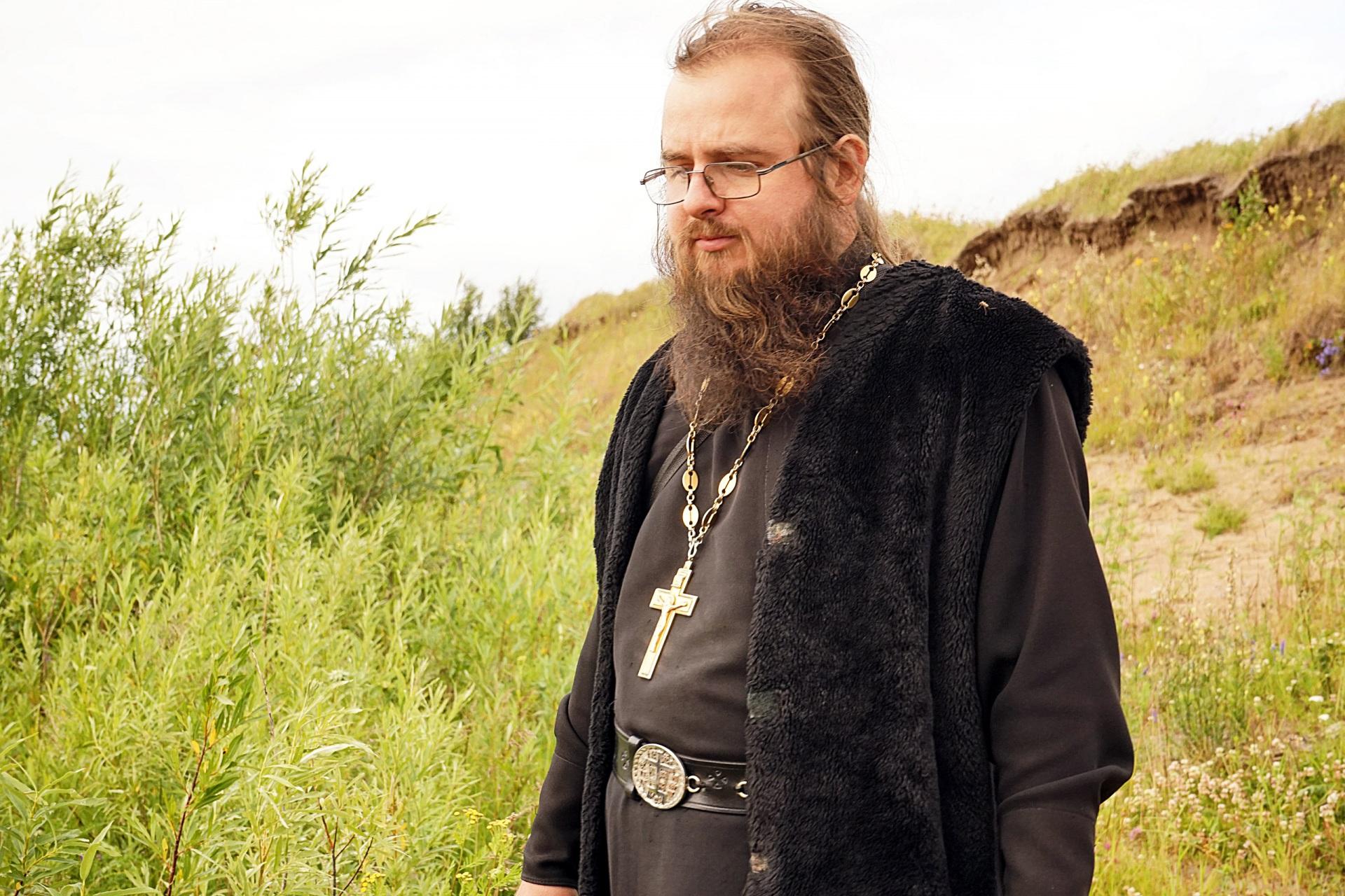 Священник из Коми стал популярным в интернете видеоблогером