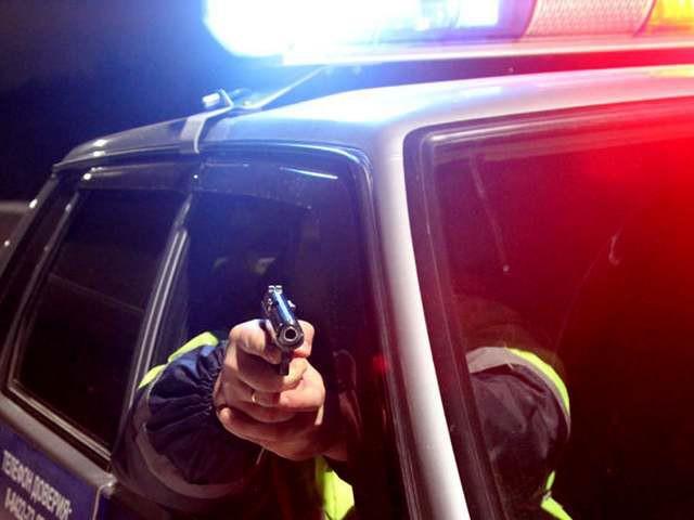 В Сыктывкаре нетрезвые молодые люди ограбили таксиста и угнали его автомобиль