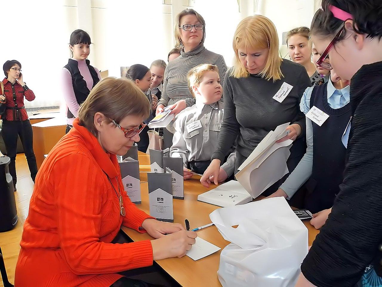 Писательский десант высадился в библиотеках и школах Сыктывкара