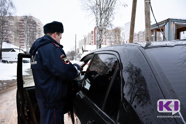 В столице Коми сотрудники ГИБДД поймали водителя-наркомана