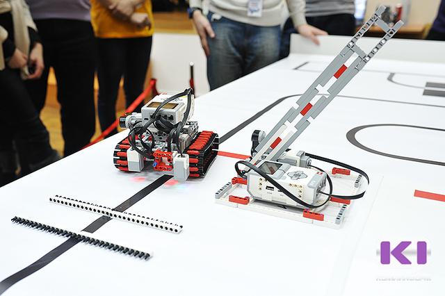 В Сыктывкарском гуманитарно-педагогическом колледже сражались роботы