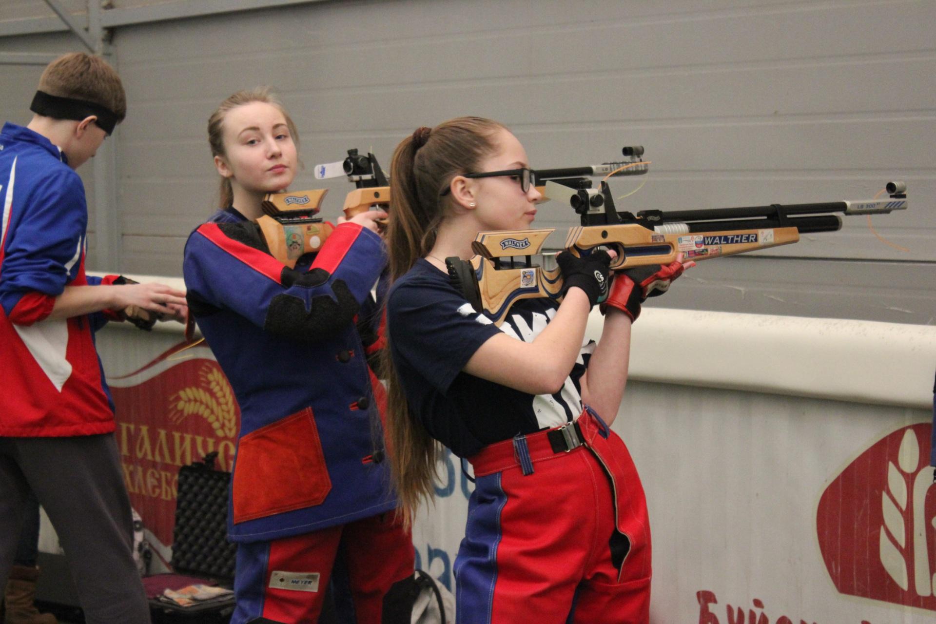 Юные стрелки из Коми завоевали первые золотые медали на соревнованиях в Костроме