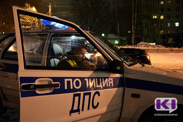 """В Сыктывкаре по вине молодого водителя """"шестерки"""" пострадал трехмесячный мальчик"""