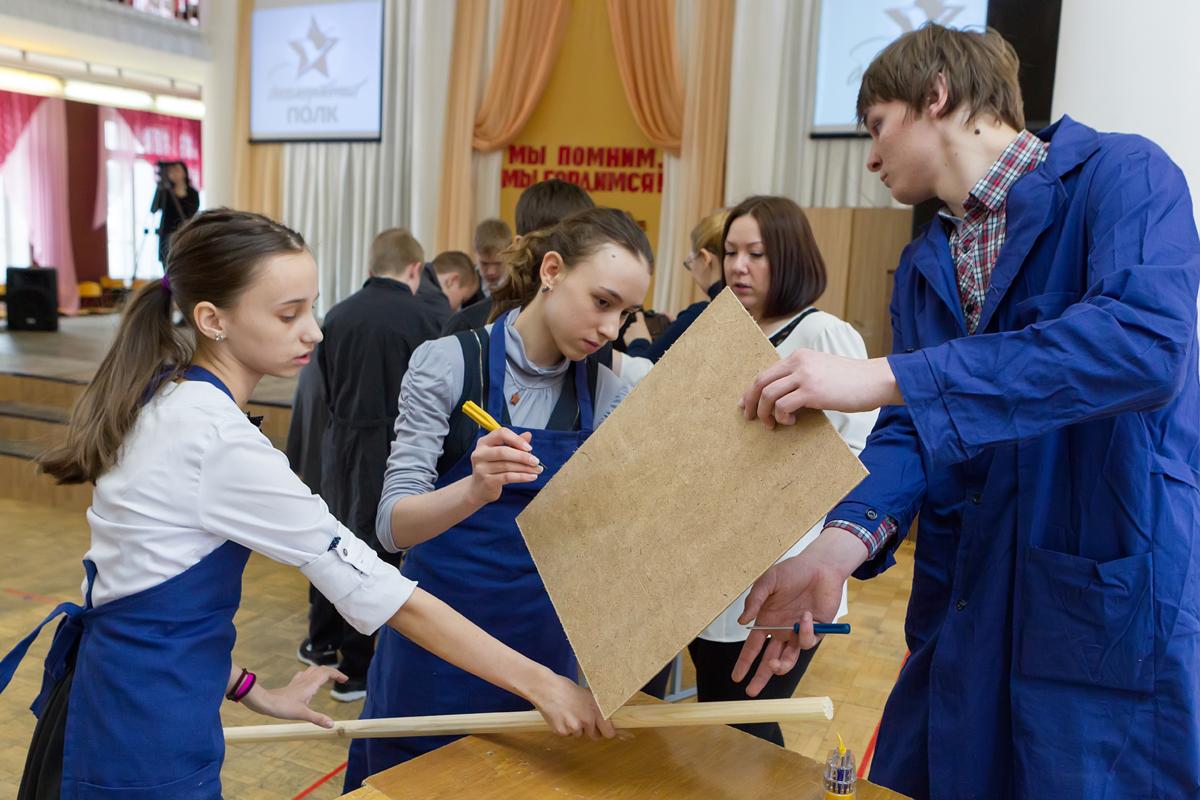 Юные воркутинцы изготовили 300 штендеров для участников