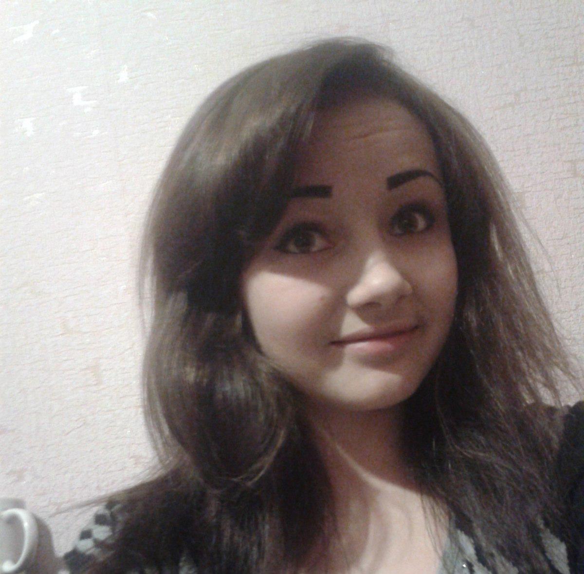 Девушка с перьями в сыктывкаре фото