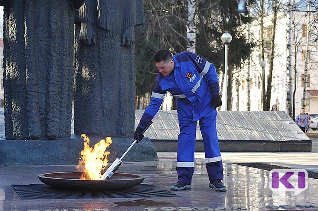 В Сыктывкаре торжественно зажгли Вечный огонь