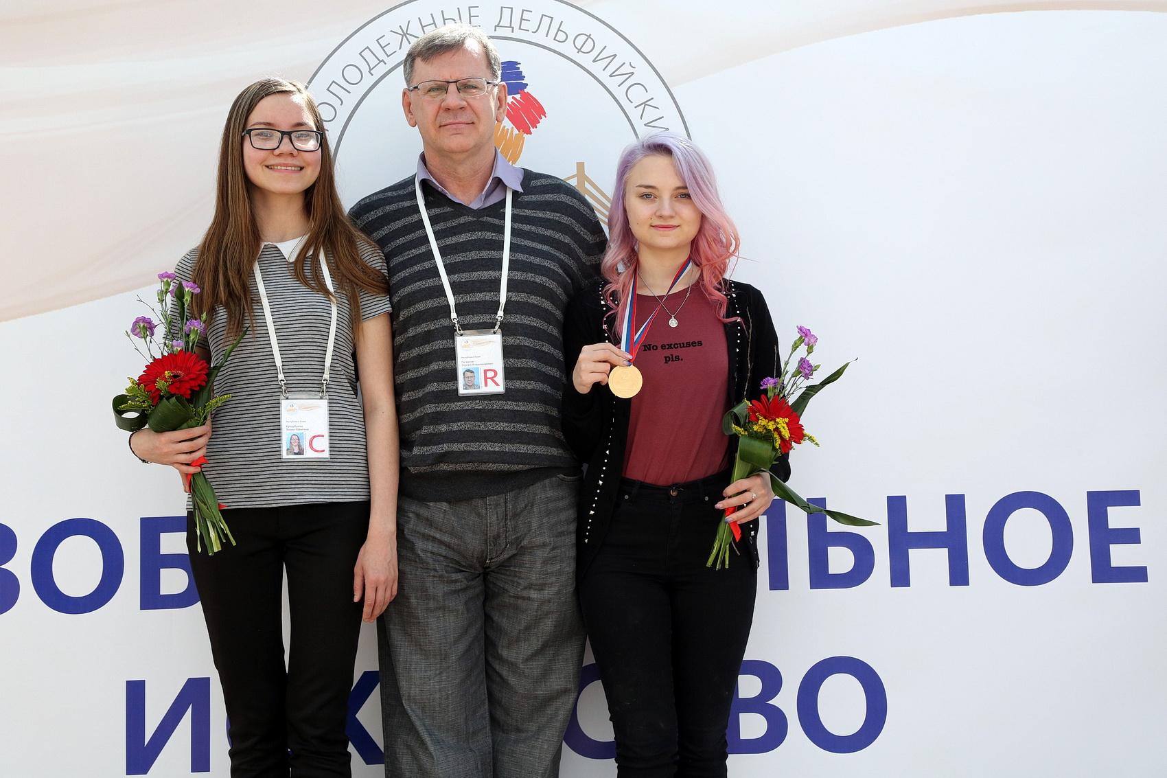 ELINA-KUChARBAEVA---SERGEI-GAGAUZOV--VALERIYa-BUTORINA---NA-NAGRAGhDENII.jpg