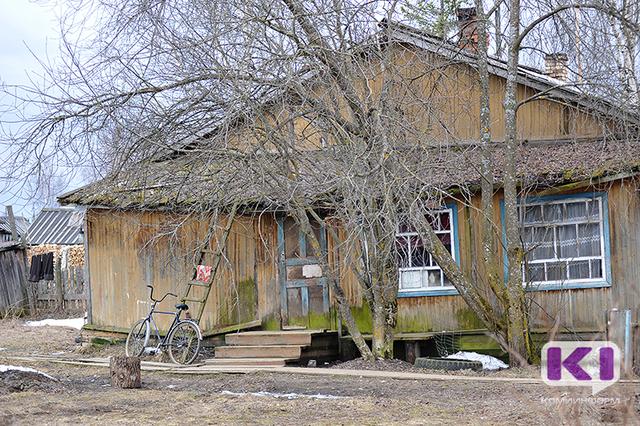 15 нежилых домов в Ижемском районе нуждаются в сносе