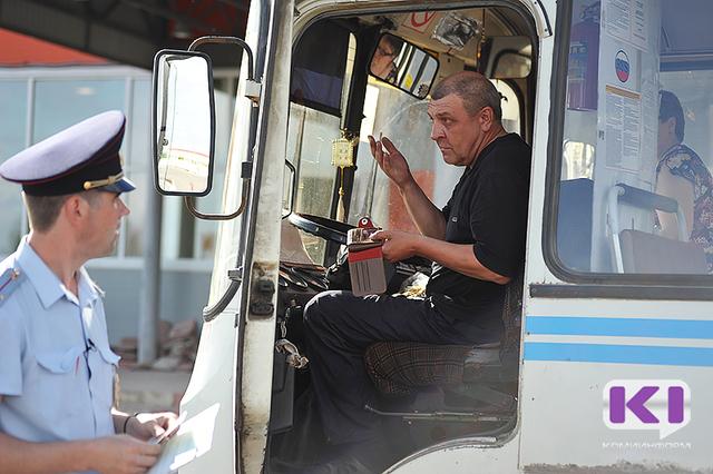 В Сыктывкаре во время рейда ГИБДД с линии сняли два маршрутных автобуса