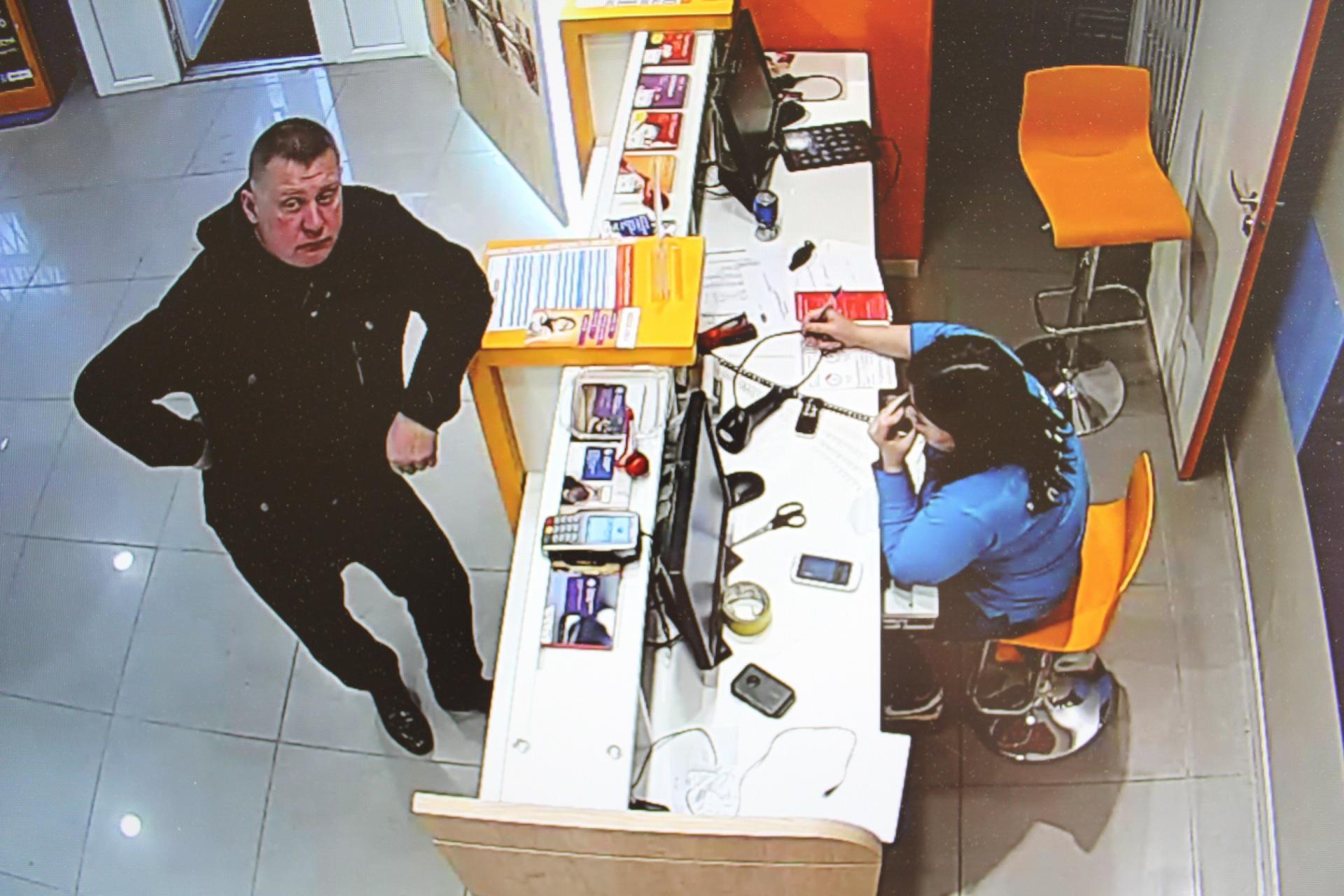 В Сыктывкаре разыскивается мошенник, обманувший горожанина на 14 тысяч рублей