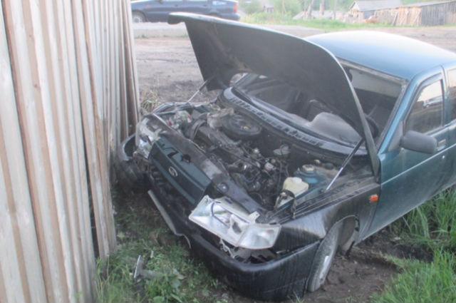 В Усть-Куломском районе нетрезвый водитель врезался в складские помещения