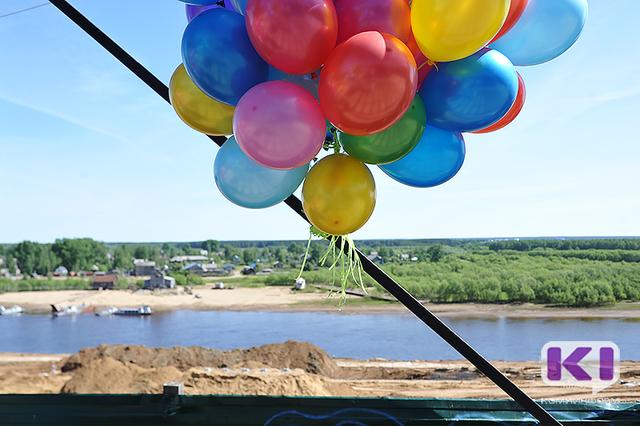 В Сыктывкаре началась установка понтонного моста к Заречью