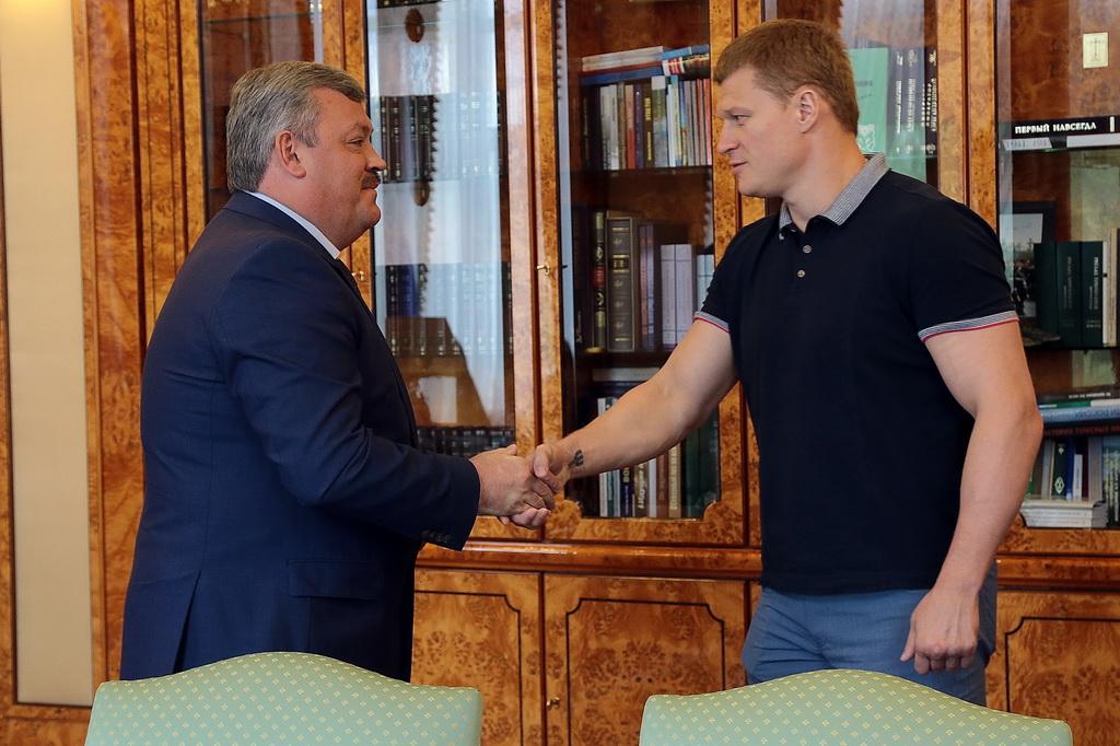 Сергей Гапликов встретился с боксёром-профессионалом Александром Поветкиным