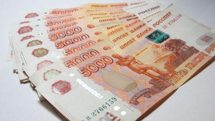 Семь лет лишения свободы на двоих получили два азербайджанца за попытку сбыта почти 200 фальшивых пятитысячных купюр