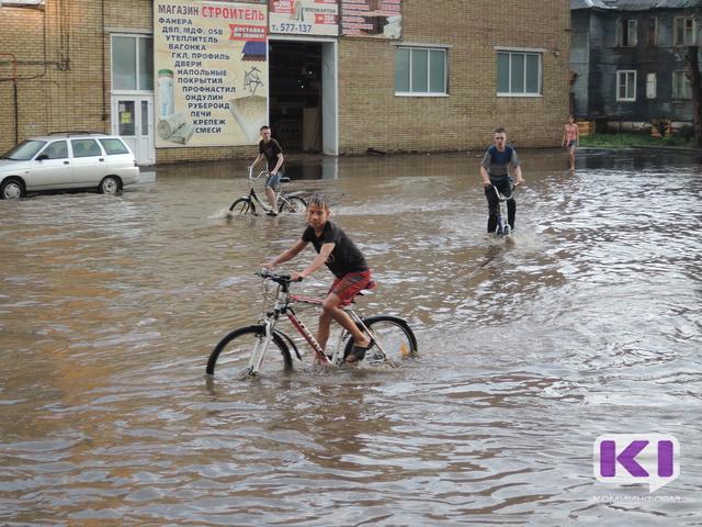 Во время вчерашнего ливня в Сыктывкаре за три часа выпала месячная норма осадков