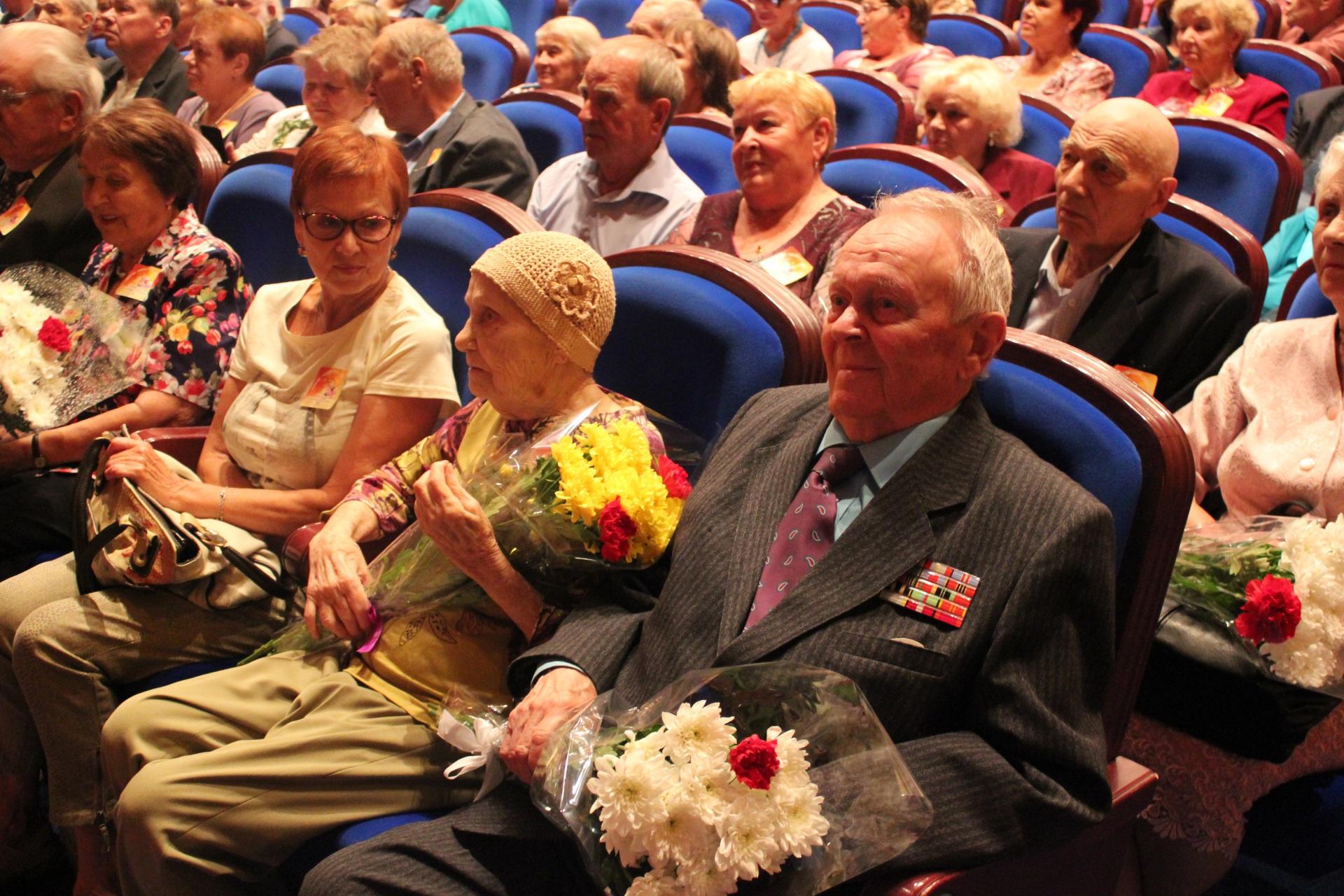 Супружеские пары-долгожители Сыктывкара поделились секретами  семейного счастья