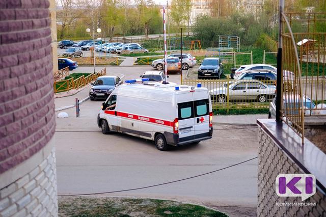 В Сыктывкаре выпавшая из окна 6-го этажа годовалая девочка чудом осталась жива