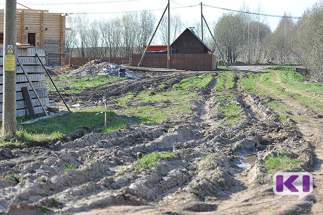Сыктывкарские дачники на свои деньги содержат грунтовые дороги