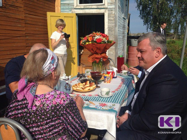 Сергей Гапликов передал поздравление от президента России пенсионерке из Айкино