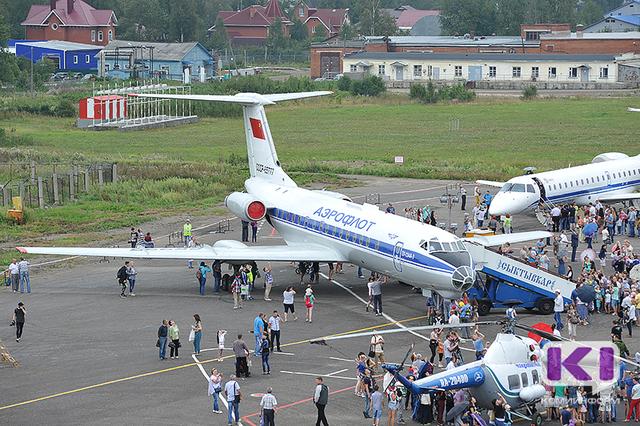 """Посетители  """"Авиарегиона 2016"""" в Сыктывкаре смогли побывать в кабине Ту-134 и других самолетов"""