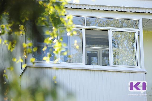 Упавшая из окна 5-го этажа 10-летняя девочка из Печоры санавиацией доставлена в Сыктывкар