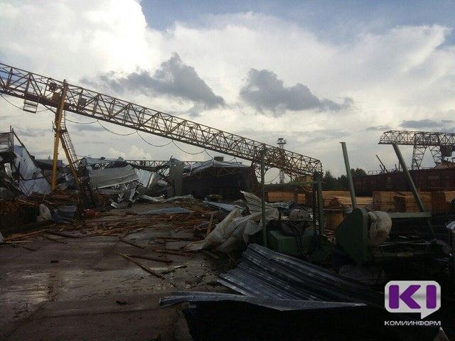 Смерч вСыктывкаре: упавшие краны, сорванные крыши иперевернутые машины