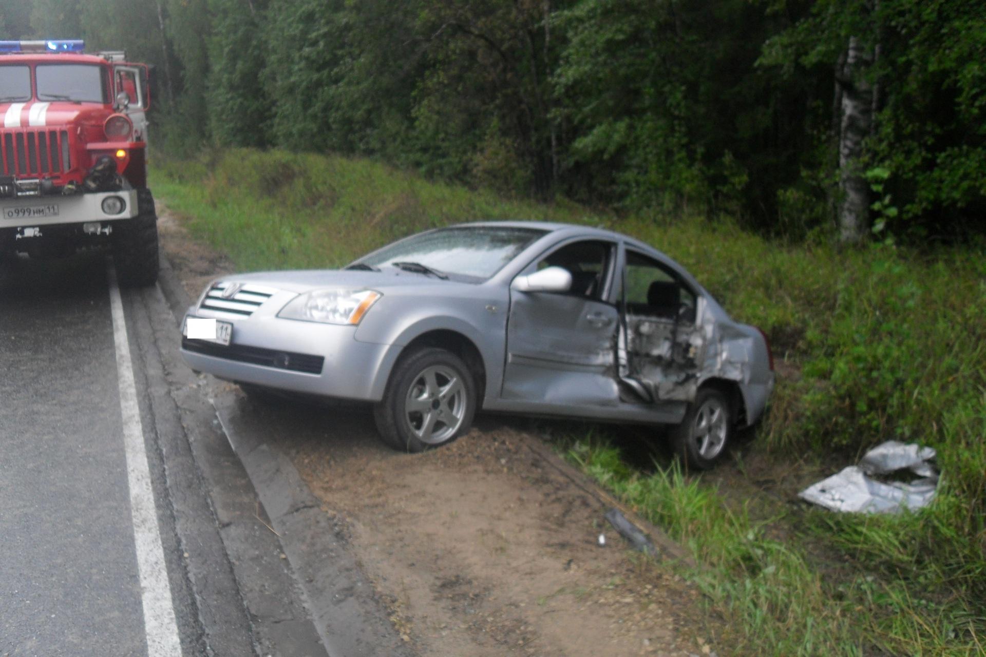 ВУсть-Вымском районе столкнулись два автомобиля