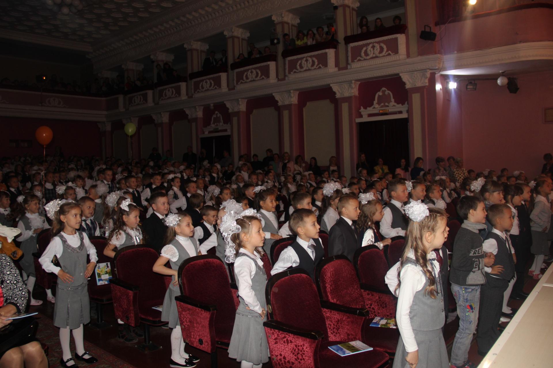 365 первоклассников переступили пороги интинских школ