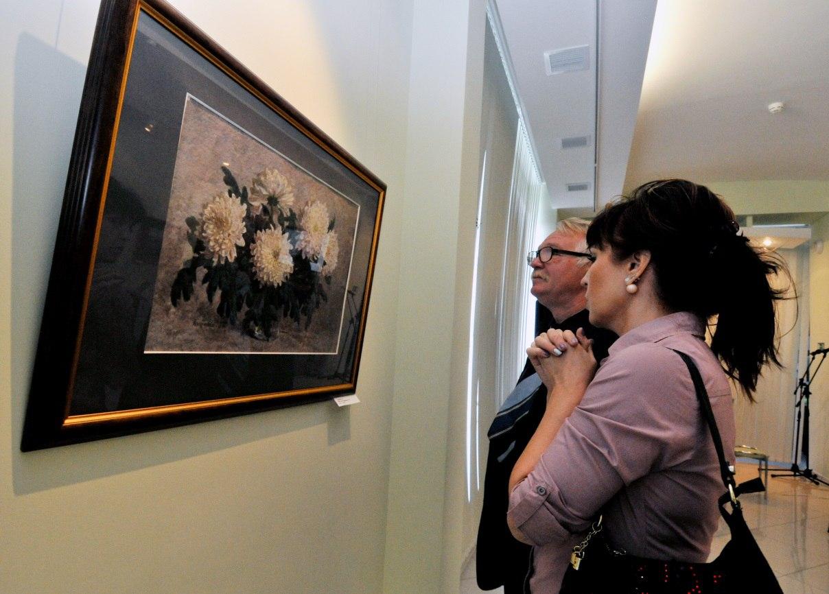 """В Воркуте при поддержке """"Северстали"""" открылась выставка Академии акварели и изящных искусств Сергея Андрияки"""
