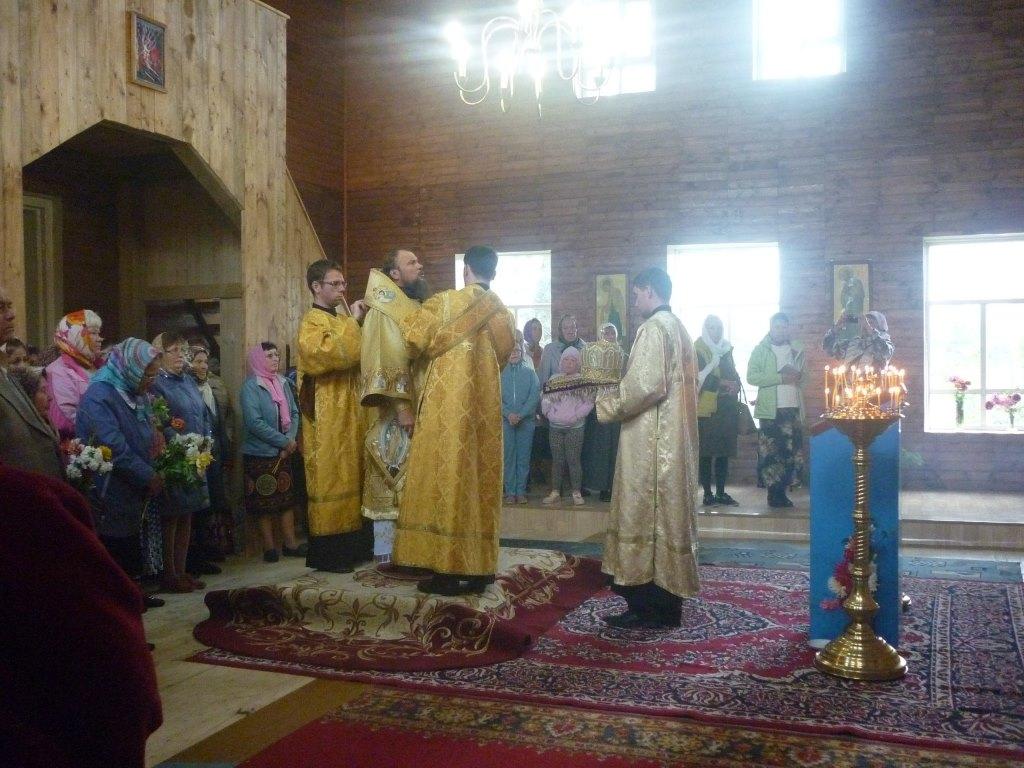 Сельчане восстанавливают старинную деревянную церковь