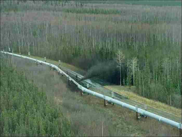 В Усинском районе при выполнении ремонтных работ на нефтепроводе погиб рабочий