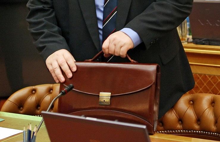 СМИ узнали опредложении министра финансов продлить заморозку зарплат чиновников
