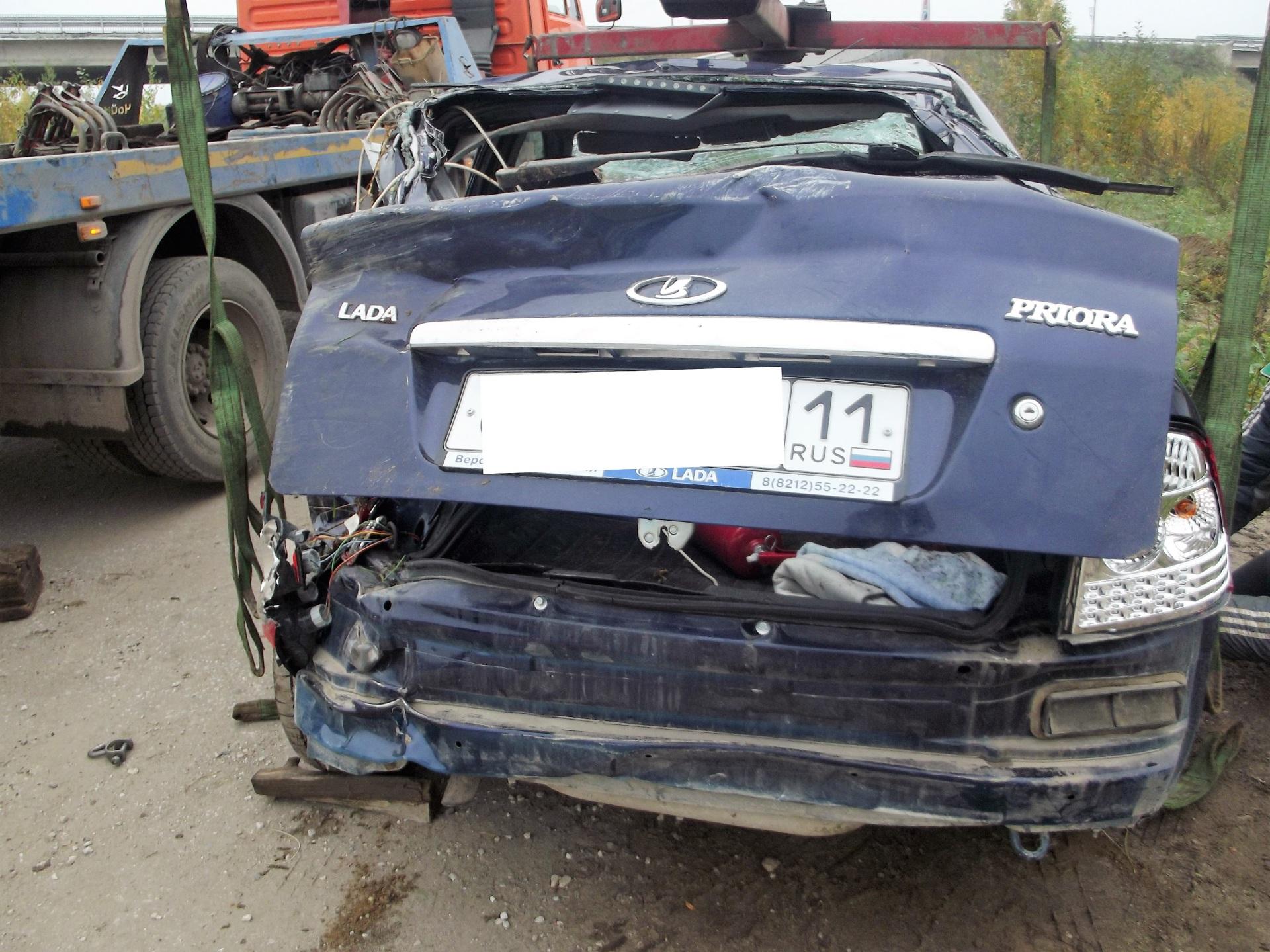 ВУхте нетрезвый шофёр на«Ладе Приоре» опрокинулся вкювет, погибла девушка